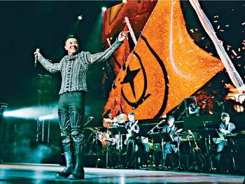 ■Edmond近年跟「男人幫」及「BigFour」走埠登台,把廣東歌帶到世界每個角落。