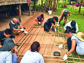 ■三十多人的義工團齊齊合力為山區村民建屋。