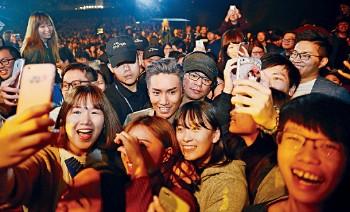 ■最愛和歌迷打成一片的Jason,也望演唱會帶出親切感受。