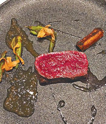 Quintessence<p/>  的主菜鹿肉